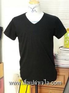 เสื้อยืดคอวีสีดำ